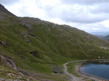 Descending to the Snowdon Miners Path